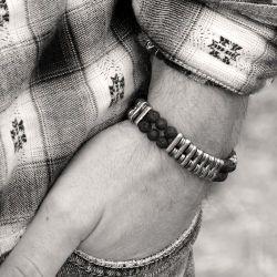 Bracelet Inz-i Tonio large en pierre de lave, hématite et argent